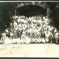 Large black and white group photo taken under an archway of the American Association to Promote Teaching Speech to the Deaf Summer Meeting in 1908.